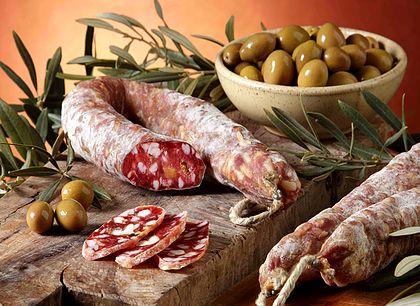 Salami-mit-Oliven